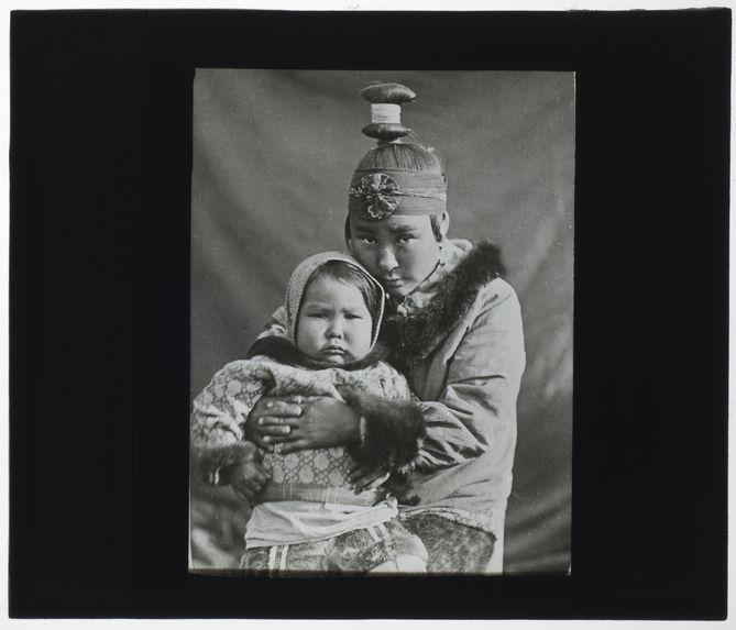 Groenlandaise et son enfant