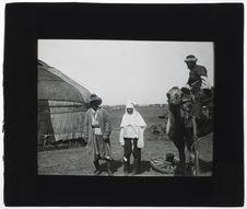 Femme kirghize et sa famille