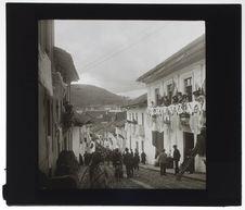 Une rue de Quito le jour de la Fête-Dieu