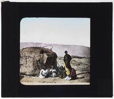 Groupe de bédouins comalis [somalis] à Medjourtine