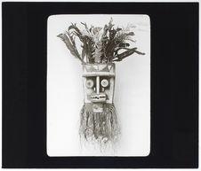 Masque de danse en bois peint