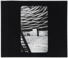 Une kiva, vue intérieure de la toiture