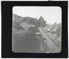 La voie ferrée, à l'arrivée à Talcahuano, et voie des tramways à San Vicente