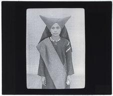 Jeune femme de Minangkaban en tenue de noce
