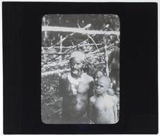 Père et fils Jais Papouas visitant le bivouac des explorateurs