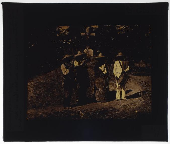 Indiens jouant du hautbois et du tambour
