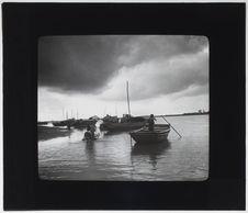 Barque en bambou tressé