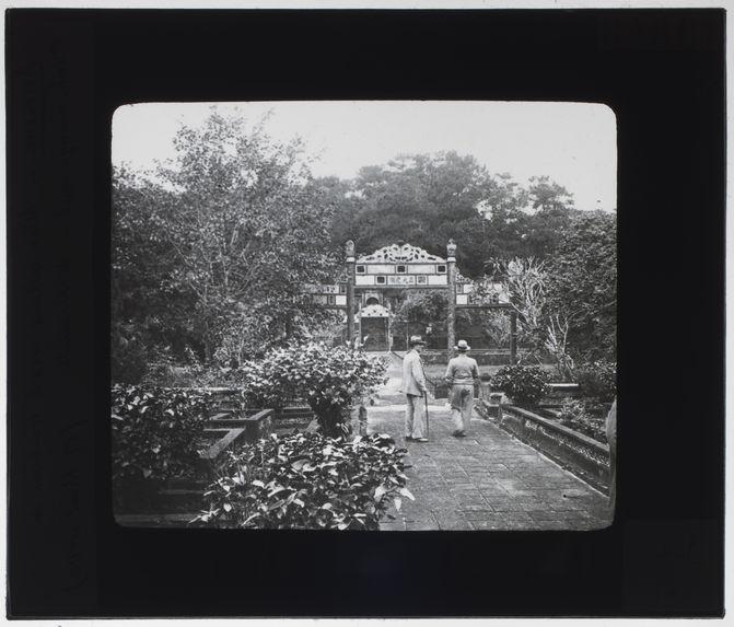 Allée allant vers le tombeau de Minh-Mang