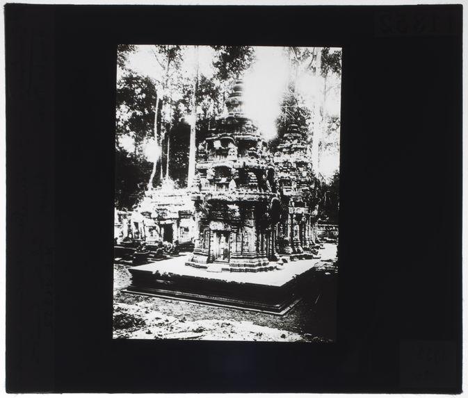 Banteai Srei, sanctuaires reconstruits
