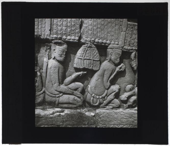Bas-relief du Bayon. Scène de massage