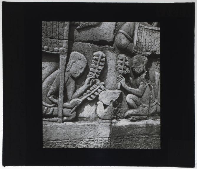 Bas-relief du Bayon. Séchage du poisson
