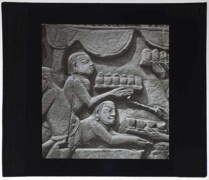 Bas-relief du Bayon. Transport de mets ou cuisson de gâteaux
