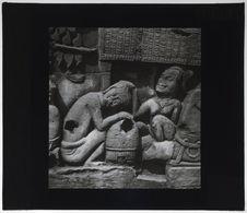 Bas-relief du Bayon. Scène d'épouillage
