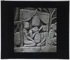 Bas-relief du Bayon. Porteur au repos