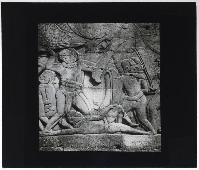 Bas-relief du Bayon. Défense d'un blessé