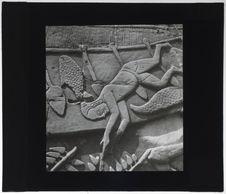 Bas-relief du Bayon. Guerrier blessé tombant à l'eau