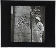 """Bas-relief du Bayon. Groupe d'""""aparas"""" sur les piliers"""