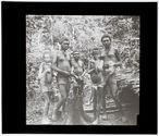 Groupe de femmes d'un village de la haute vallée de la Pangkumu