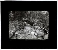 Tranchée de la grotte du Roc au début des travaux