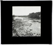 Flottage du bois sur la rivière du Lièvre