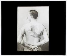 Tatouage par piqures [homme]