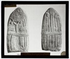 Stèle anthropomorphe