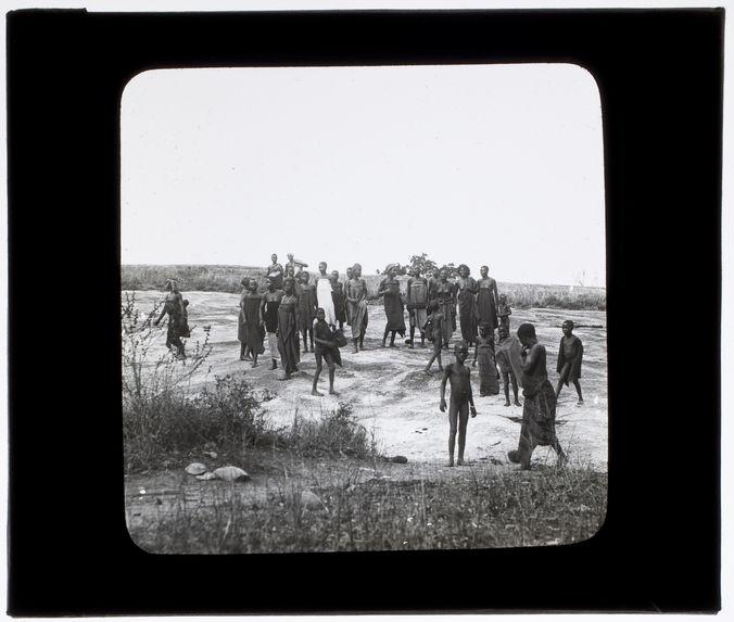 Habitants d'un village du Dahomey