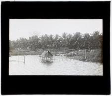 Rives de la lagune au village de Badagry
