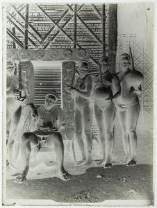 Chef Bamiléké devant sa case