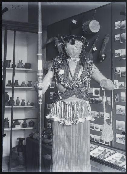 Manequin costumé (Jitarn)