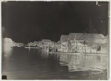 Village sur la lagune de Cotinia