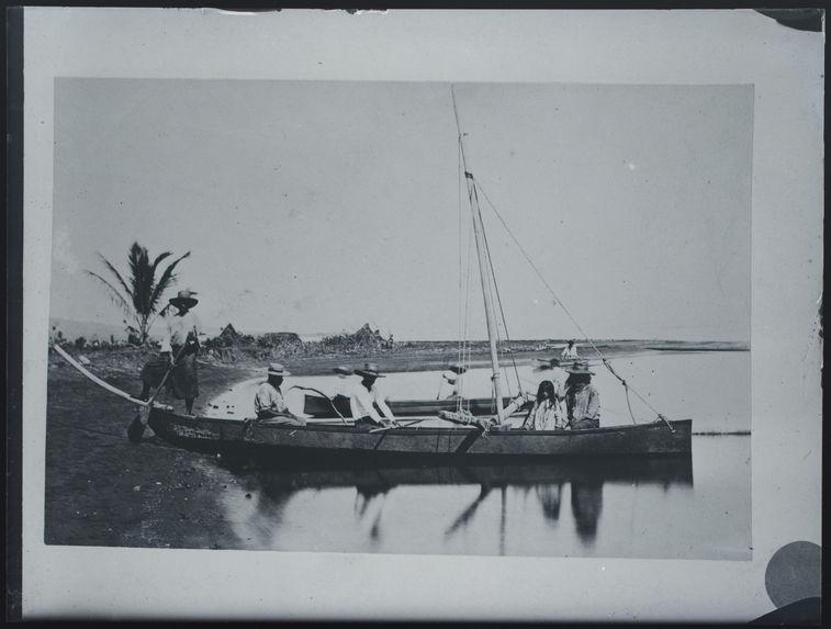 Pirogue tahitienne