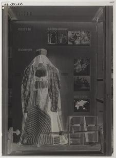 Vitrine : costume et artisanat