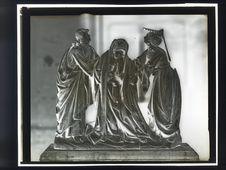 Sans titre [Groupe sculpté de la Haute époque]