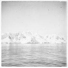 Sans titre [glaciers s'avançant dans la mer]