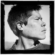 Sans titre [portrait de profil d'un homme Alakaluf]