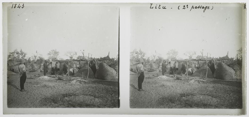 Litu, deuxième passage [hommes dans un village]