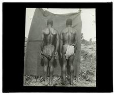 Types de Gengistes, rivière Luéti, campement du 12 novembre 1913