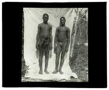 Types de Luchazis, bords de la Luanginga, 25 septembre 1913 [deux hommes de dos]