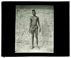 Type de Luchazi, haute Luanginga, 25 septembre 1913 [homme de face]