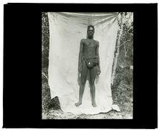 Type de Luchazi, bords de la Luanginga, campement du 25 septembre 1913 [homme de...