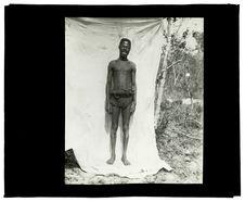 Type de Luchazi, bords de la Luanginga, 25 septembre 1913 [homme de face]