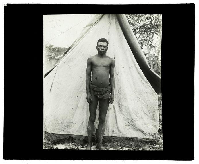 Type de Luchazi, bords de la Luanginga, 30 septembre 1913 [homme de face]