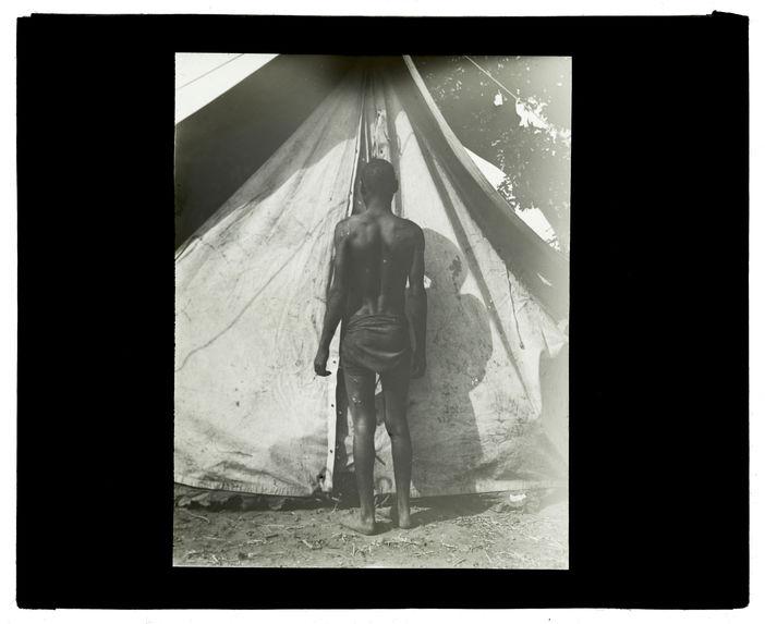 Type de Wamashi, confluent Luanginga-Mosuma, campement du 12 octobre 1913 [homme, de dos]