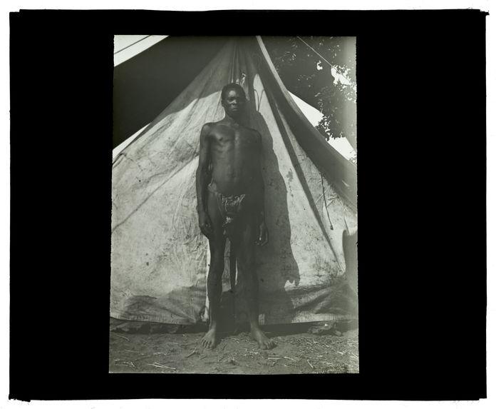 Type de Wamashi, confluent Luanginga-Mosuma, campement 12 octobre 1913 [homme, de face]