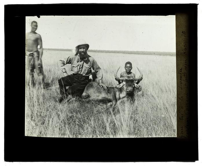 Gnu tué à la Lomba, capitaine Grimaud et petit nègre Karaprète