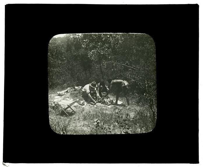 Sans titre [collecte d'ossements humains entre Capelongo et Ménongue]