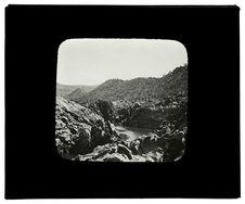 Sans titre [vue du Cunène en aval des cataractes du Monténégro]