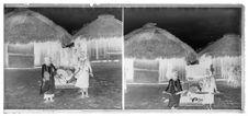 Femmes tenant des éventails. Trésor Cham gardé par les Moï Churu