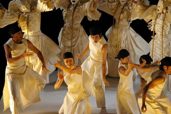 http://www.quaibranly.fr/uploads/pics/Mahabarata-2_-Ku-Na_uka-Theater_-2006-_c_-musee-du-quai-Branly.jpg